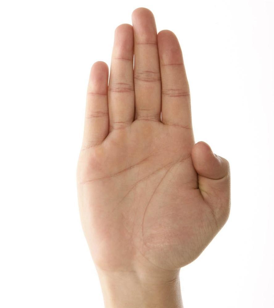 Ngón tay út ngắn hơn ngón áp út hình ảnh